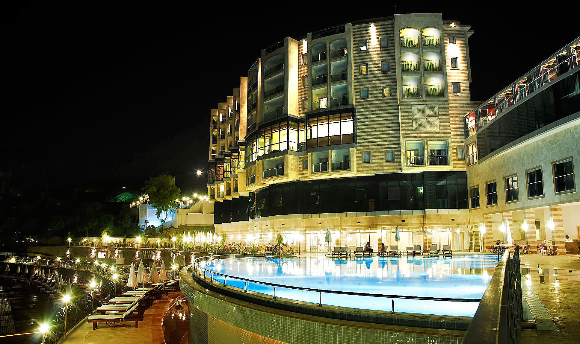CHARISMA DE LUXE Hotel198315