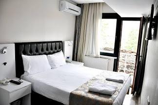 Monarch Hotel262159