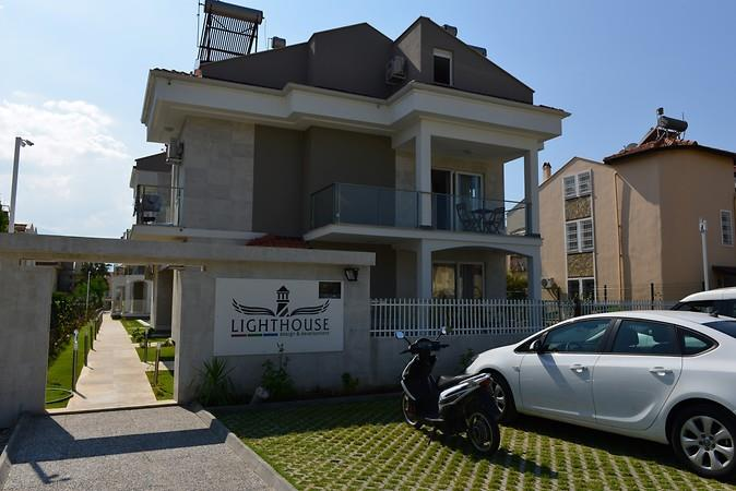 Lighthouse Nadia Aparts212001