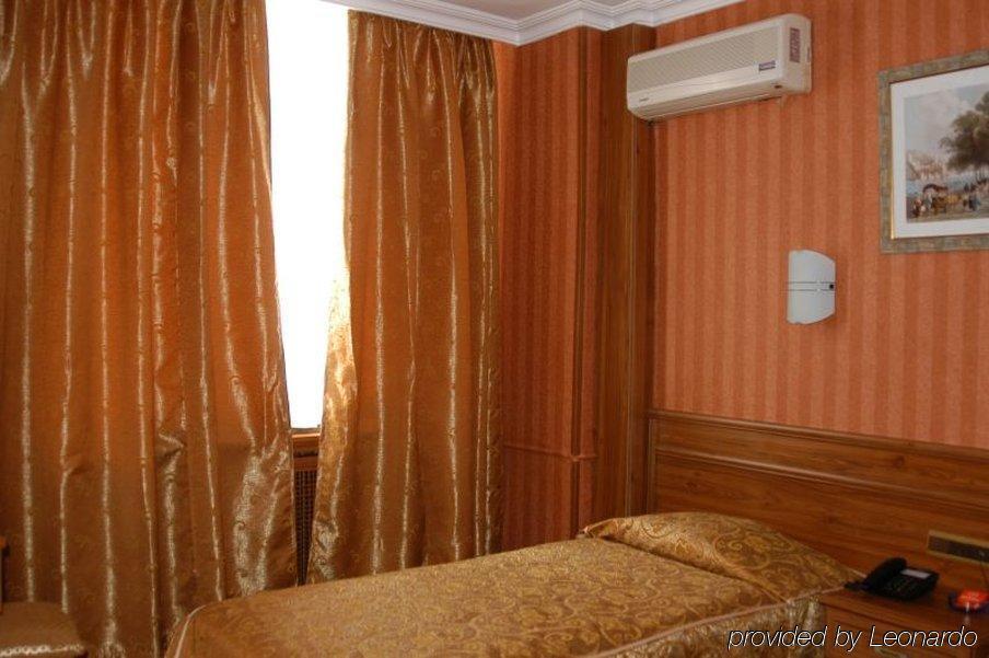 Bristol Hotel248200
