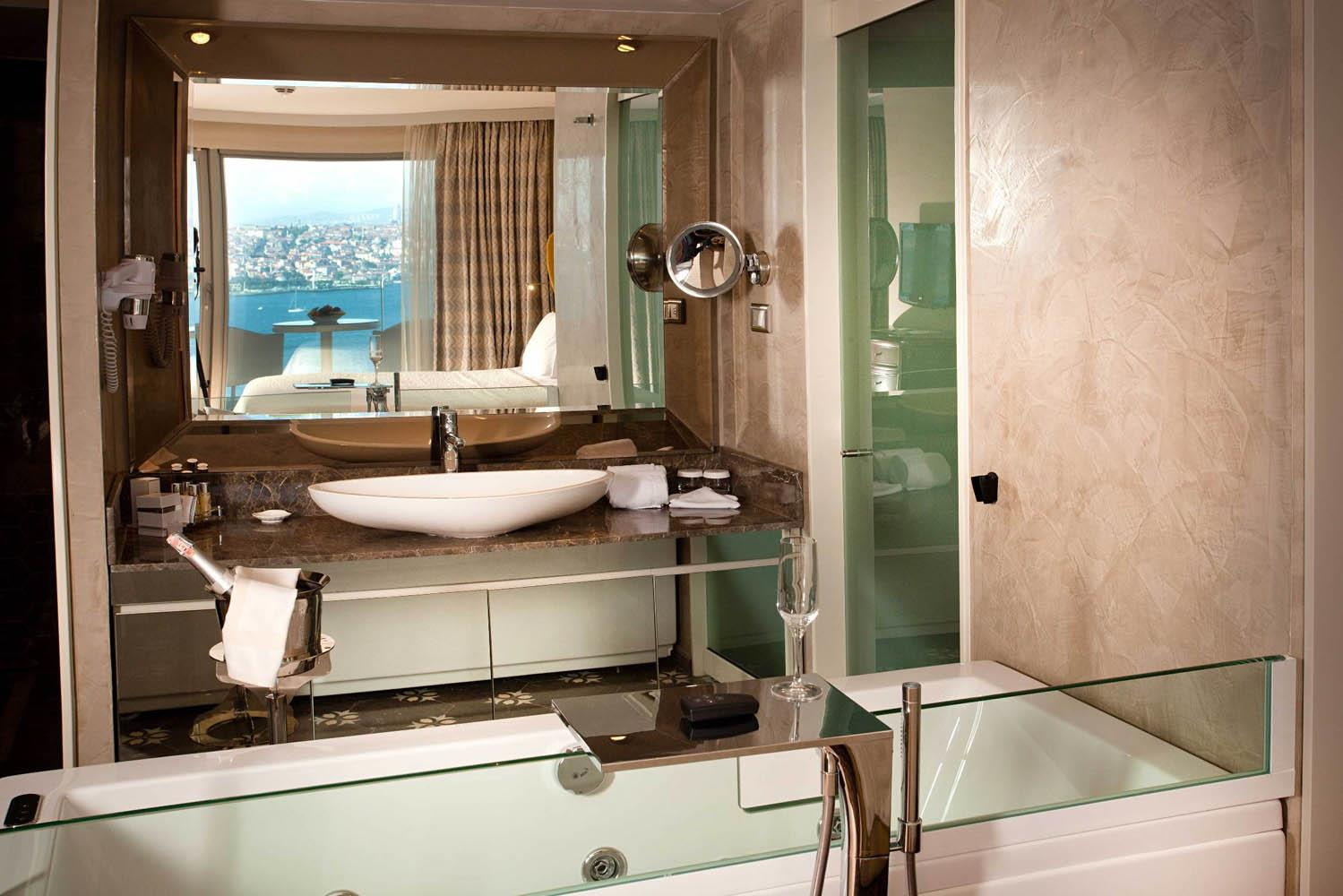 Opera Hotel247930