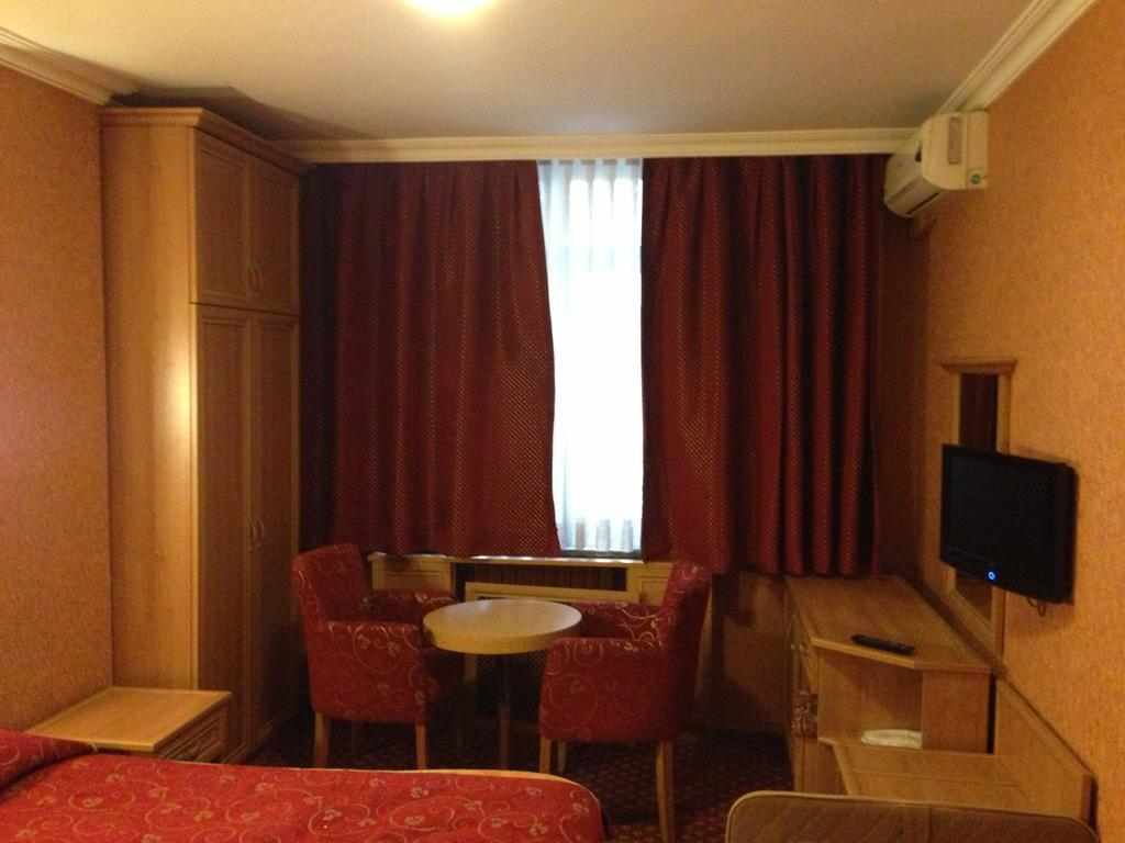 Bristol Hotel248197