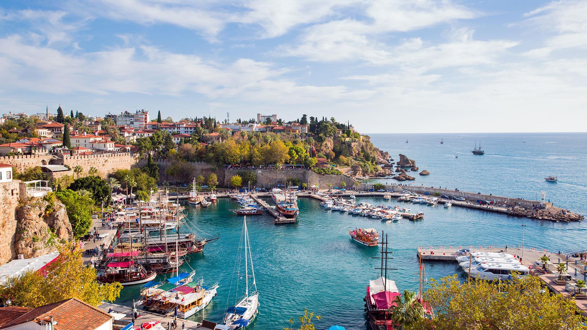 Město Antalya a Aquarium